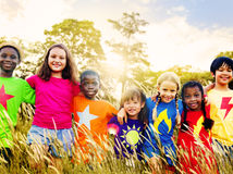 儿童友谊统一性微笑的幸福概念 库存图片