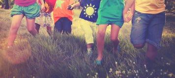 儿童友谊统一性微笑的幸福概念 免版税图库摄影