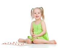 儿童发展女孩少许使用的玩具 免版税图库摄影