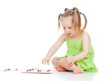 儿童发展女孩少许使用的玩具 库存图片