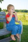 儿童口琴使用 免版税图库摄影