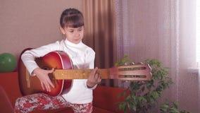 儿童吉他 影视素材