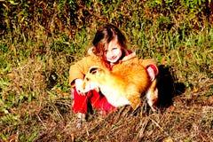 儿童和Fox伪装 图库摄影