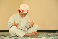 儿童回教qur读取 免版税库存照片