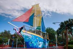 儿童在冒险公园海世界的娱乐小船 图库摄影