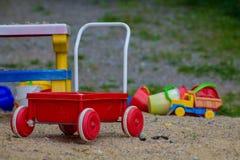 儿童在沙子的` s玩具 免版税库存图片