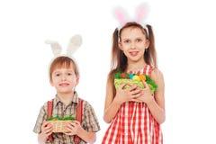 儿童复活节彩蛋暂挂 免版税库存照片
