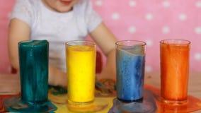 儿童女孩和科学实验 儿童` s生日 窍门 重点 孩子的娱乐 学龄前教育 股票录像