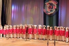 儿童女孩唱诗班 库存照片
