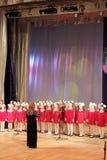 儿童女孩唱诗班 免版税库存图片