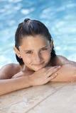 儿童女孩愉快的池游泳 免版税库存照片