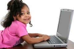 儿童女孩膝上型计算机 库存图片