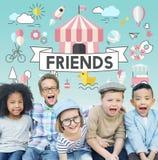 儿童孩子精力充沛的青年嬉戏的概念 免版税库存照片
