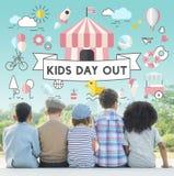 儿童孩子精力充沛的青年嬉戏的概念 库存图片