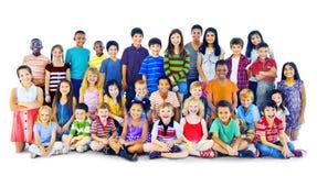 儿童孩子Happines不同种族的小组快乐的概念 库存图片