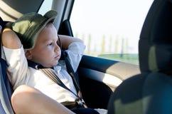 儿童安全性位子的小男孩 库存照片
