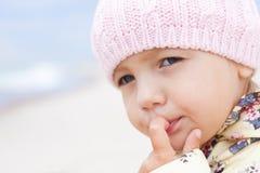 儿童室外女孩的特写镜头 库存图片