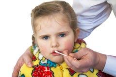 儿童对创伤的嘴唇进程 库存图片