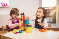 儿童小孩女孩戏剧玩具在家 库存照片