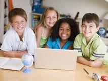儿童小组家庭作业他们的年轻人 图库摄影