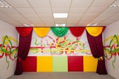 儿童居室的色的内部 免版税库存图片