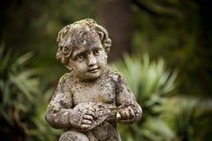 儿童平安的雕象 免版税库存照片