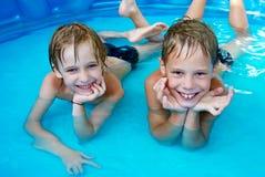儿童幸福池 免版税库存图片