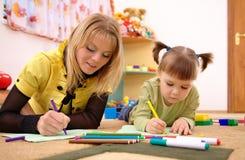 儿童幼稚园教师 免版税库存照片