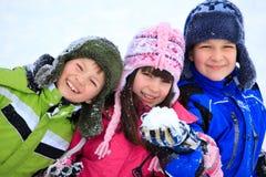 儿童愉快的使用的雪 免版税库存图片