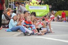 儿童手表加拿大日游行 免版税库存图片