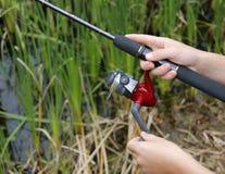 儿童捕鱼卷轴 免版税库存图片