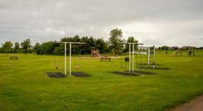 儿童操场在Westfield公园在阿伯丁,苏格兰 免版税库存图片