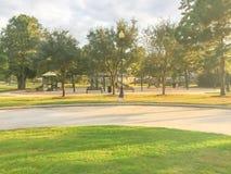 儿童操场活动在日落的住宅区 免版税库存图片