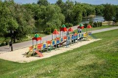 儿童操场,河岸的 免版税库存图片