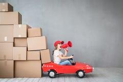儿童新的家庭移动的天议院概念 免版税图库摄影