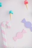 儿童有甜点的` s区域:棒棒糖、冰淇凌和糖果 库存照片