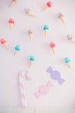 儿童有甜点的` s区域:棒棒糖、冰淇凌和糖果 库存图片