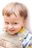 儿童正微笑 免版税库存图片