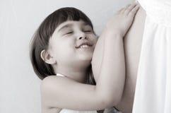 儿童母亲怀孕 免版税库存图片