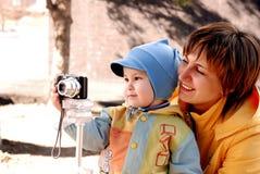 儿童母亲 图库摄影