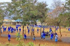 儿童游戏在校园 免版税库存照片