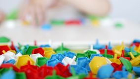 儿童游戏开发的运动技巧比赛,收集孩子的设计师多色马赛克,发展  股票录像