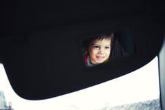 儿童滑稽的镜子 免版税图库摄影
