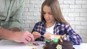 儿童生日宴会吹的蜡烛,孩子周年,孩子庆祝 影视素材