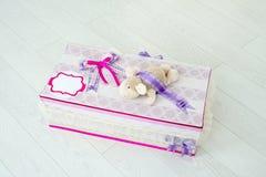 儿童用手做的礼物盒 图库摄影