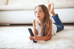 儿童电视注意 免版税库存图片
