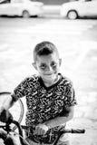 儿童男孩在市Puyo想要图片的他厄瓜多尔 免版税图库摄影