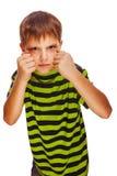 儿童男孩白肤金发的恶霸恼怒的坏积极的战斗 免版税图库摄影