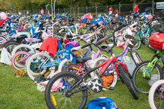 儿童的三项全能自行车驻地 库存图片