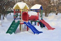 儿童的体育赌博复合体在冬天 免版税库存图片